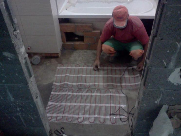 монтаж теплої підлоги фото